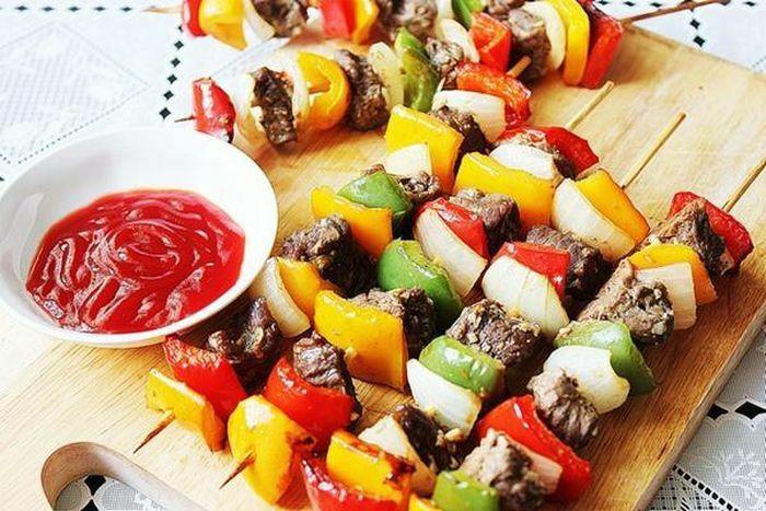 Mẹo làm thịt xiên nướng rau củ mềm ngon như tiệc nướng BBQ