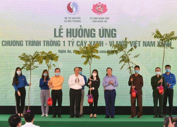 Thủ tướng dự lễ hưởng ứng Chương trình trồng 1 tỷ cây xanh tại Nghệ An