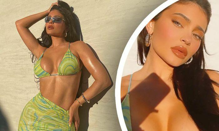 """Nữ tỷ phú Kylie Jenner khoe đường cong """"rực lửa"""" với bikini"""
