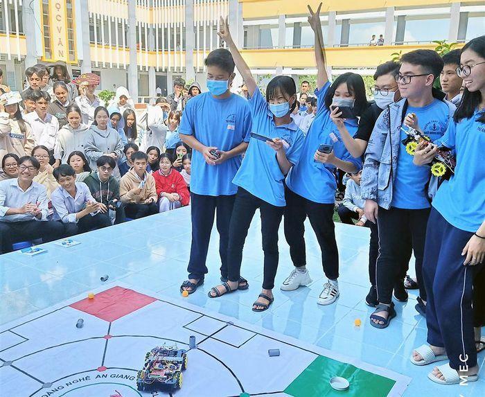 Thành đoàn Châu Đốc tổ chức Hội thi Sáng tạo Robocon năm 2021