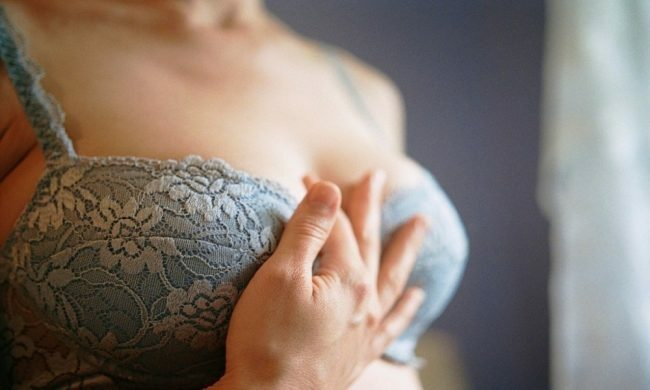 Một người mắc bệnh ung thư sẽ thấy 2 dấu vết kỳ lạ ở ngực, càng khám sớm thì cơ hội điều trị, sống sót càng cao