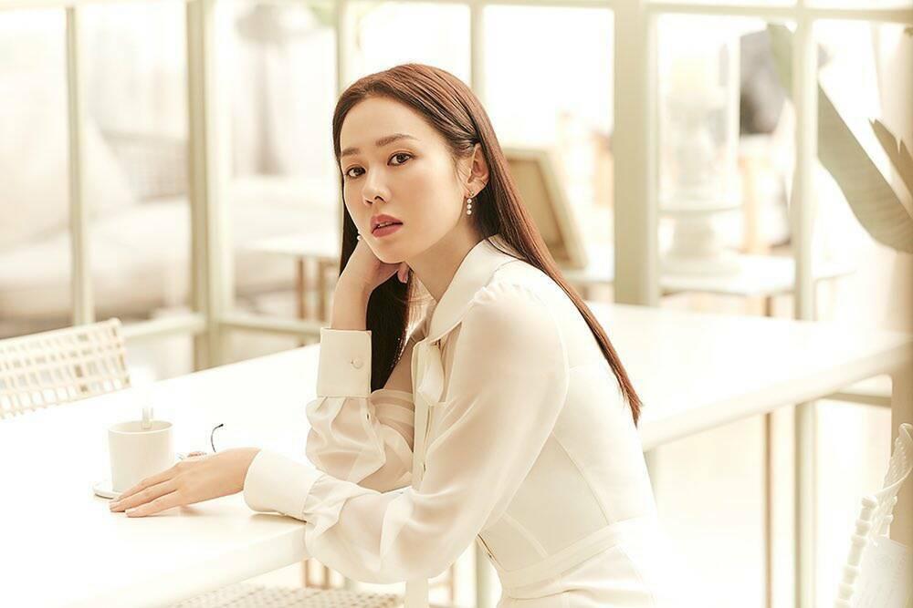 """Son Ye Jin hóa thân thành """"Nữ thần mùa xuân"""" ngày 8/3"""