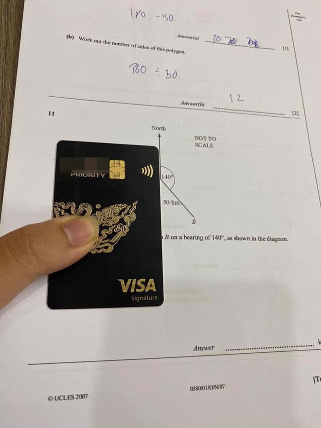 Đi học quên mang thước, rich kid học trường quốc tế khiến thầy giáo sốc khi mang thẻ đen 2 tỷ ra kẻ