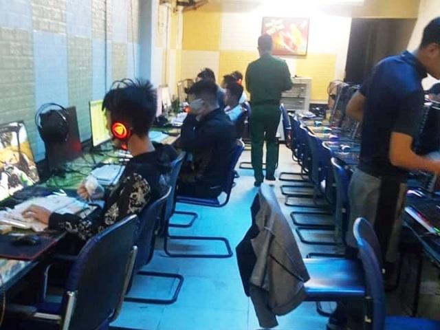 Quán điện tử mở cửa đón hơn 20 game thủ giữa dịch Covid-19