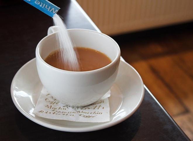 Vì sao không nên pha cà phê với sữa đặc, đường trắng? Top 5 nguyên liệu pha cà phê tồi tệ nhất