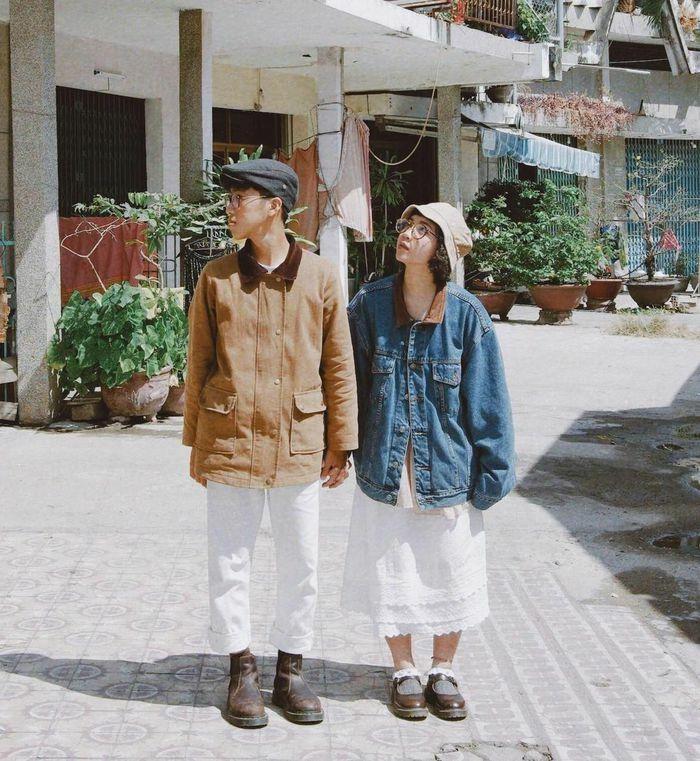 Hai bạn trẻ Nha Trang diện đồ đôi mỗi ngày