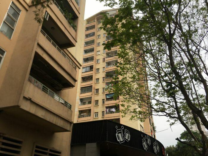 Thiếu nữ rơi từ tầng 9 chung cư ở Hà Nội