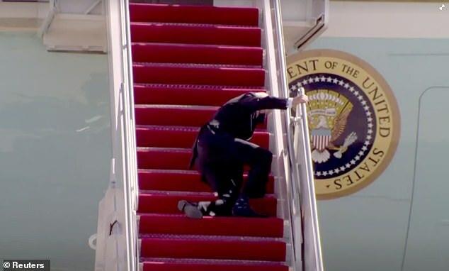 Những lần ông Biden trở thành tâm điểm chú ý của ống kính truyền thông