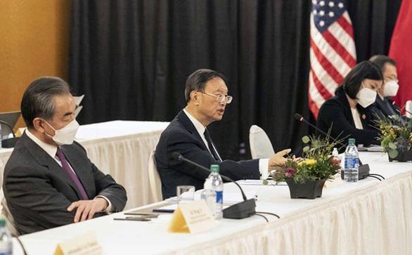 """Ông Dương Khiết Trì nói tiếng Trung 15 phút, Mỹ """"đùa"""" Trung Quốc nên tăng lương phiên dịch viên"""