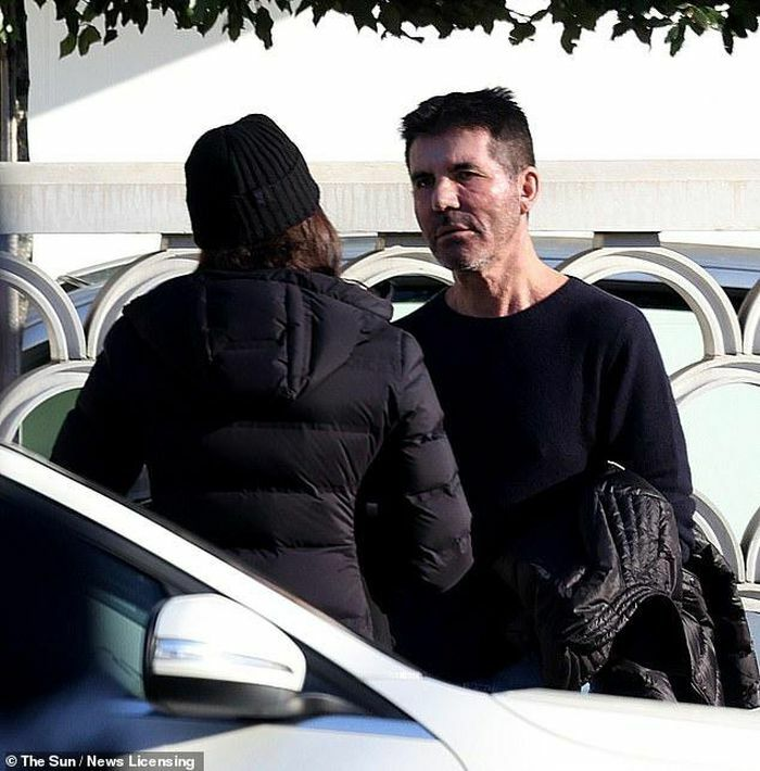 Simon Cowell tranh cãi với bạn gái trên phố