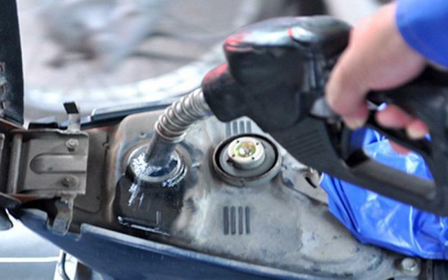 Giá xăng tiếp tục tăng gần 1.000 đồng/lít