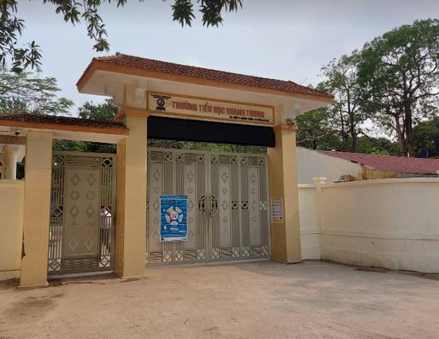 Hàng loạt học sinh đau bụng, nôn ói sau khi uống nước phát miễn phí trước cổng trường