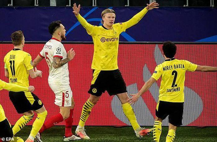 Dortmund vào tứ kết Champions League
