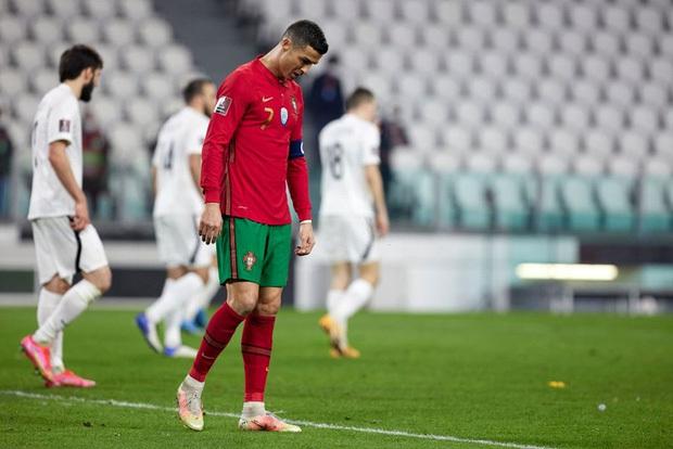 Ronaldo phung phí cơ hội, Bồ Đào Nha nhọc nhằn thắng đội tuyển hạng 108 nhờ bàn phản lưới nhà hy hữu