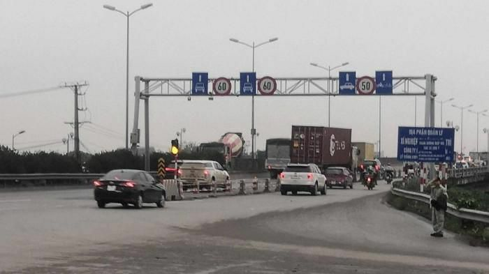 Ngày đầu hạ tốc độ lưu thông xuống 60km/h, cầu Thanh Trì còn ùn tắc?