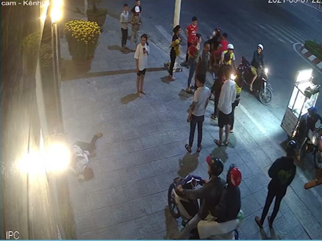Triệu tập nhóm côn đồ đuổi chém nam thanh niên tới tấp trong đêm