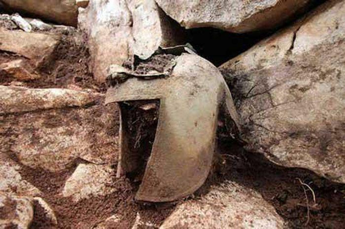 Phát hiện nhiều cổ vật quý hiếm có niên đại khoảng 2.000 năm tuổi trong ngôi mộ chiến binh