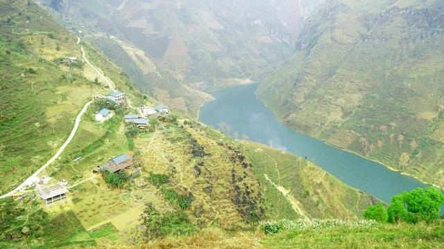 Choáng ngợp vẻ đẹp như tiên cảnh của sông Nho Quế Hà Giang mùa hoa gạo