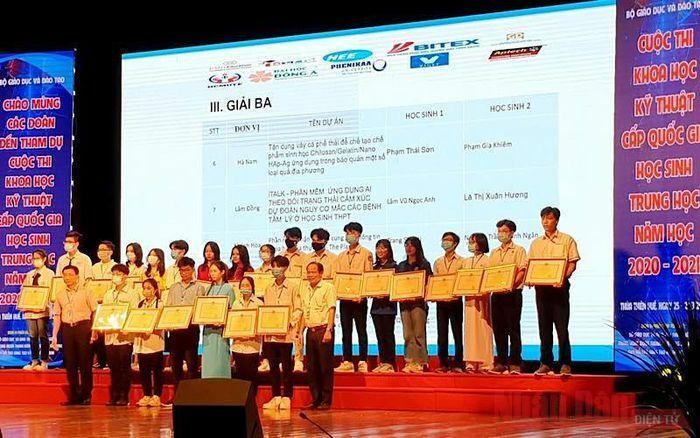 Hơn 90 dự án đoạt giải Cuộc thi Khoa học kỹ thuật cấp quốc gia dành cho học sinh