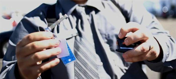 Cách xử lý này khi chìa khóa thông minh ô tô hết pin