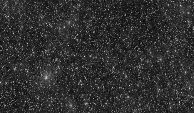 """Bức ảnh vũ trụ """"đáng sợ"""" nhất từ trước đến nay: 25000 chấm trắng, mỗi chấm trắng là lỗ đen siêu lớn"""