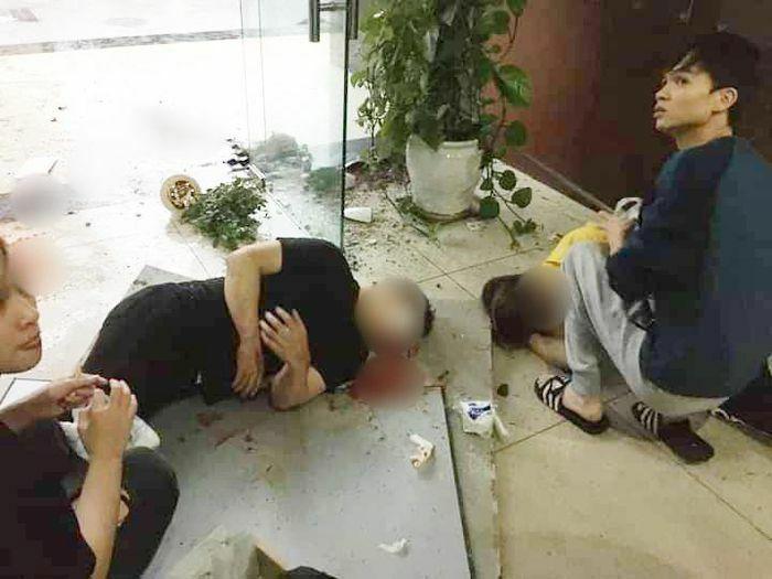 Tấm trần chung cư Meco Complex thủng, đôi nam nữ rơi xuống đất trọng thương