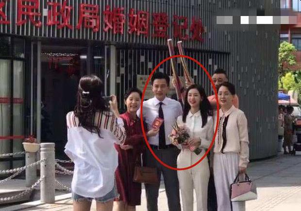 """Rò rỉ ảnh Lưu Khải Uy bí mật kết hôn với nữ thần nhan sắc kém 19 tuổi, """"nhà gái"""" đã mang thai 5 tháng"""