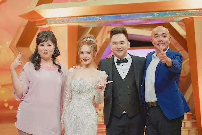 Cô dâu diện váy 28 tỷ bị chỉ trích 'hỗn láo' với nghệ sĩ Hồng Vân – Quốc Thuận