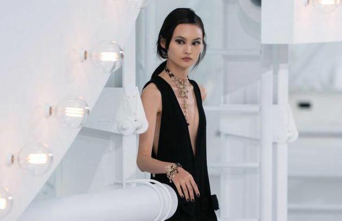 Vì sao mỹ nhân Hoa ngữ thường sửa váy hiệu trước khi mặc?