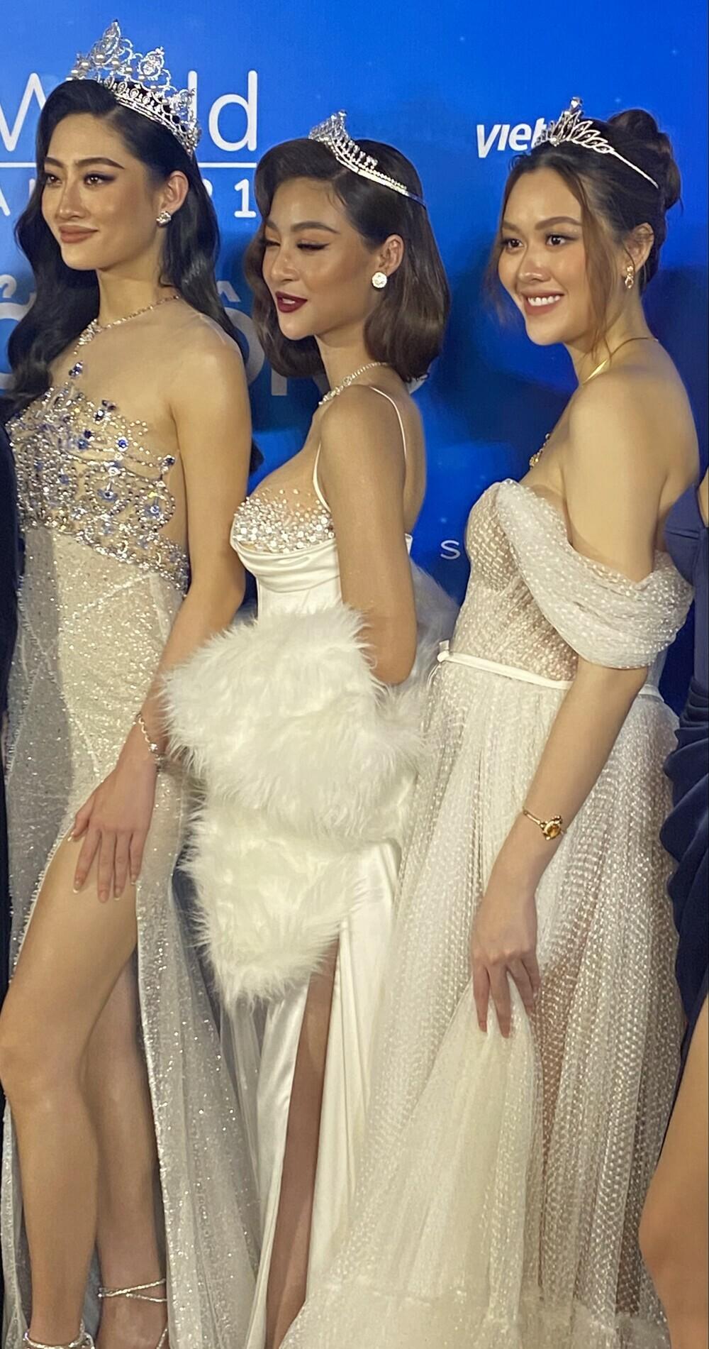 """Á hậu Tường San diện váy bồng bềnh để lộ vòng 2 lùm xùm, fan chúc mừng """"chị đẹp"""" mang thai con đầu lòng?"""