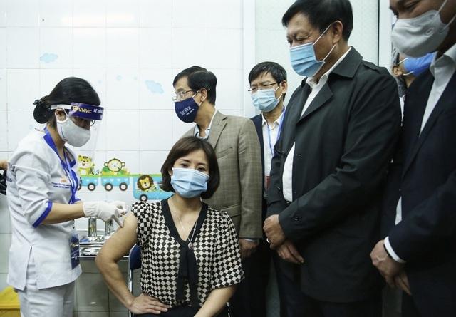 Hải Dương: 2 người sốt trên 38 độ C sau tiêm vắc xin Covid-19