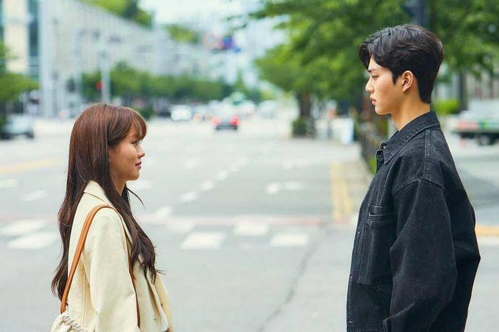 """""""Love Alarm"""": Song Kang và Kim So Hyun vẫn rung động sau nhiều năm xa cách"""