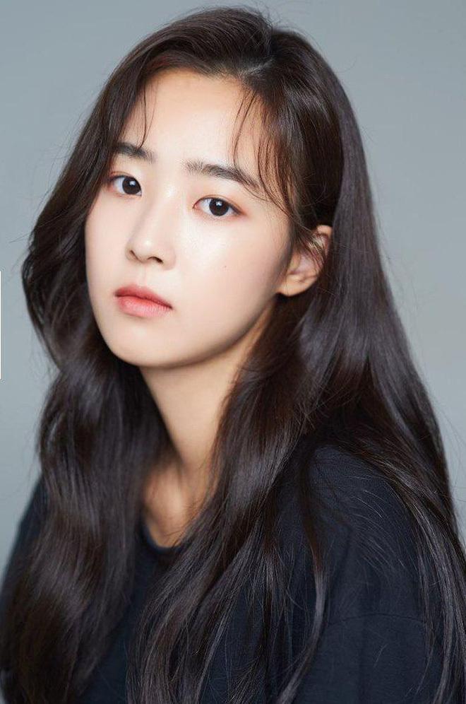 """""""Rich kid Eun Byul"""" Penthouse 2 bị tố từng bắt nạt bạn học ngoài đời, hóa ra là mang cả đời thật lên phim?"""