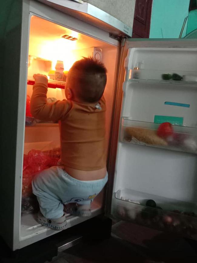 """Mẹ trẻ lên mạng cầu cứu vì con tối ngày mở tủ lạnh, ngờ đâu nhiều nhà còn chịu cảnh khủng khiếp hơn mà chỉ biết """"bó tay"""" bất lực"""