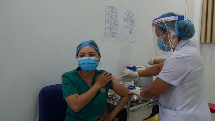 Nhân viên y tế Gia Lai phản ứng phản vệ cấp độ 2 sau tiêm vaccine Covid-19