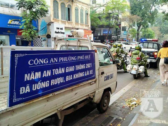 Công an quận Hai Bà Trưng (Hà Nội) ra quân đảm bảo ATGT, TTĐT