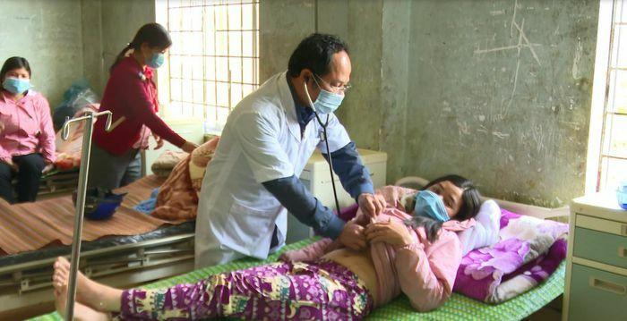 Kon Tum: Ghi nhận thêm nhiều ca bệnh nghi bị ngộ độc tại xã Măng Cành