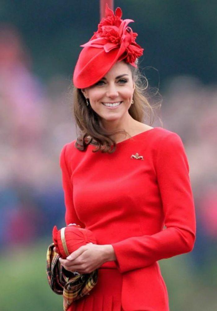 """4 món đồ Công nương Kate luôn mang theo trong túi để đảm bảo giữ """"vẻ đẹp Hoàng gia"""""""