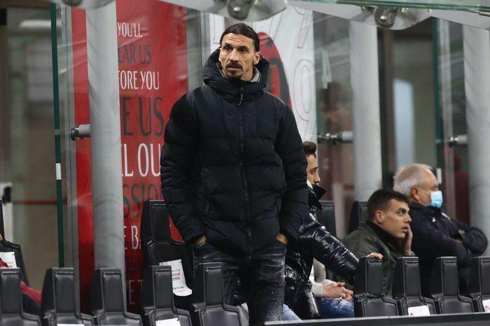 """Ibrahimovic bị tắc đường, liều mạng đi """"xe ôm"""" kịch tính như phim"""