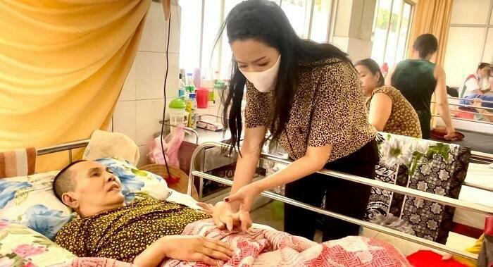 Nghệ sĩ Hoàng Lan bị hoại tử, chân tay co rút không người thân chăm sóc