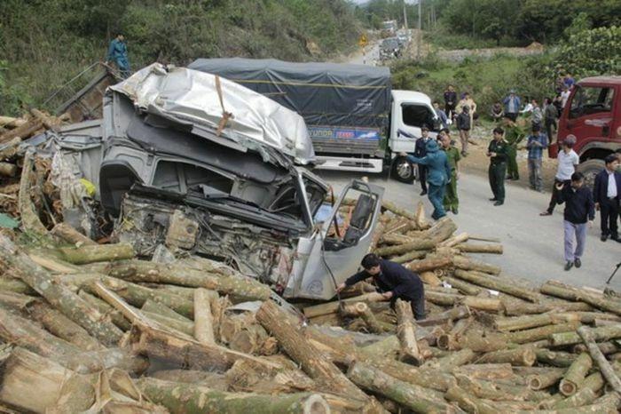 Khẩn trương khắc phục hậu quả tai nạn giao thông khiến 7 người tử vong ở Thanh Hóa