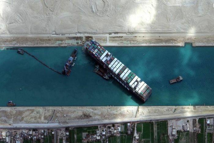 Tàu Ever Given chuẩn bị rời kênh đào Suez