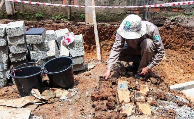 Phát hiện 22 vật liệu nổ cùng 350 viên đạn khi đào móng nhà