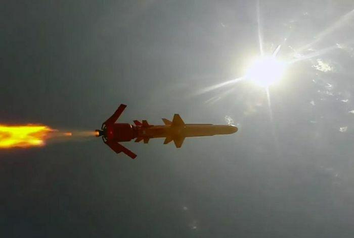 "Ukraine khoe tên lửa khiến Nga ""hoảng sợ""?"