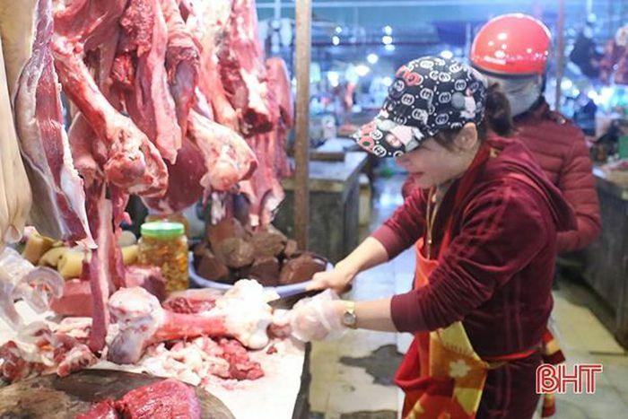 """Dịch viêm da nổi cục không lây sang người sao người dân Hà Tĩnh vẫn """"né"""" thịt bò?!"""