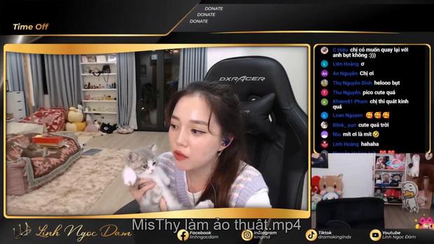 """Làm ảo thuật ngay trên livestream, MisThy khiến Linh Ngọc Đàm và fan """"mắt chữ A, miệng chữ O"""""""