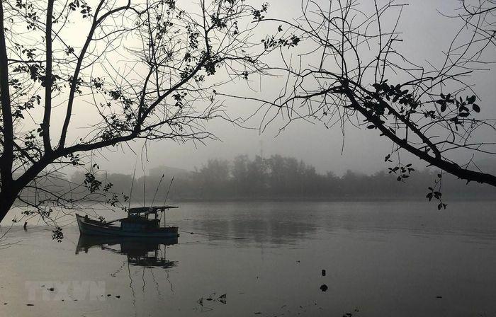 Bắc Bộ mưa nhỏ kèm sương mù, Nam Bộ ngày nắng, có nơi nắng nóng