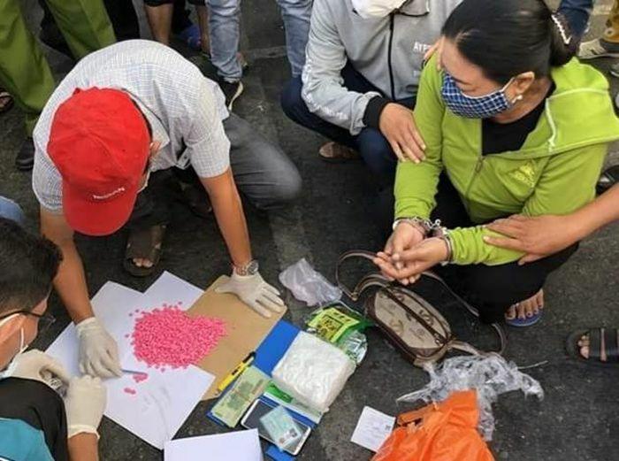 Bắt giữ một phụ nữ mang ma túy và thuốc lắc từ TP HCM về Cà Mau tiêu thụ
