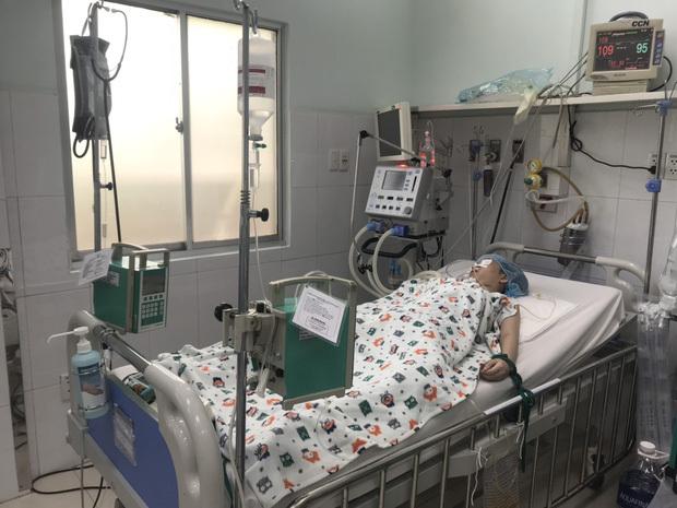 BV Nhi đồng 2 thông tin về nữ bệnh nhi ngộ độc, nghi do dùng pate chay: Đồng tử giãn 4mm, đang phải thở máy