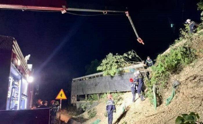 Xe tải bất ngờ đâm vào vách núi, tài xế tử vong tại chỗ